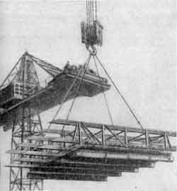 Установка арматурного каркаса верхней плиты коробчатого фундамента главного корпуса МГУ с прикрепленным снизу инвентарным щитом опалубки