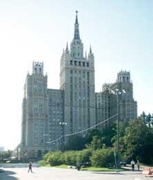 Кудринская площадь, дом 1. Среди прочих расхождений с макетом можно отметить наличие шпиля, добавленного по личному указанию И.В.Сталина